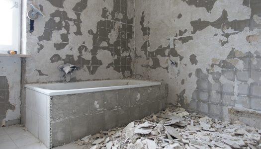 Nieuwe muur in de badkamer plaatsen